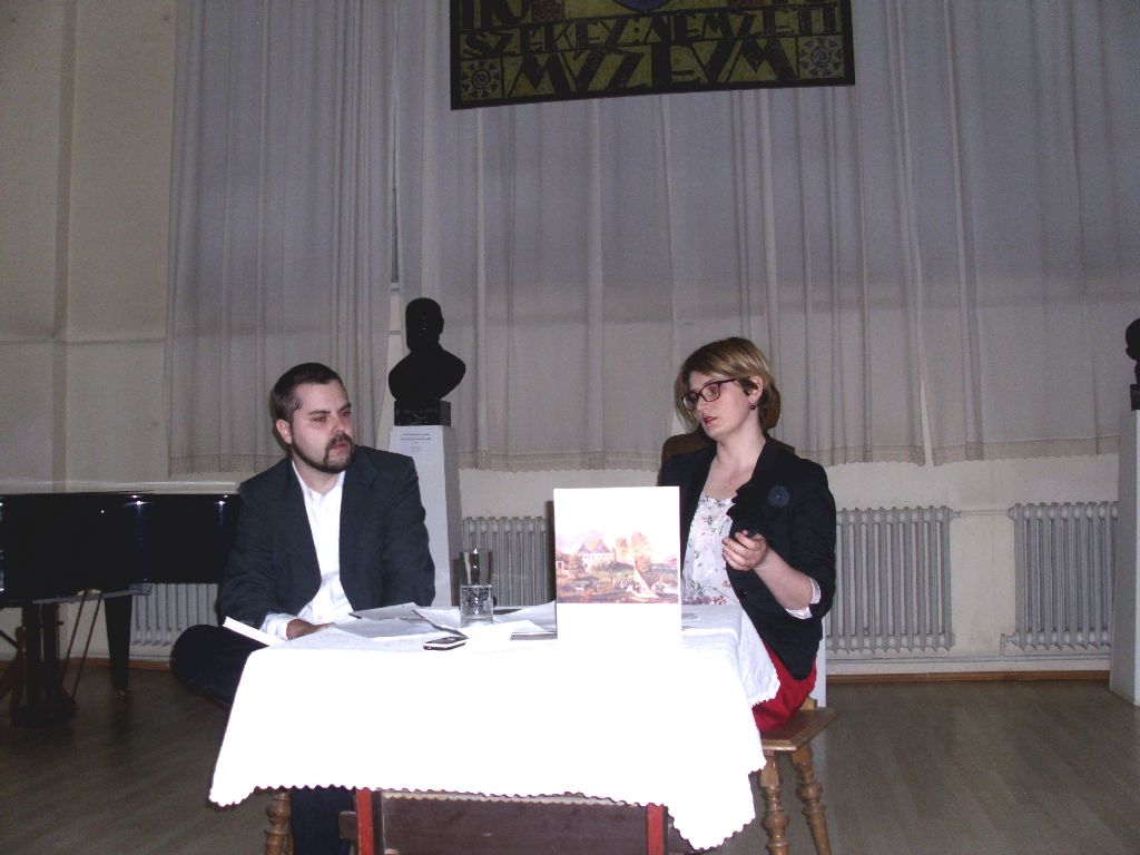 Tóth-Bartos András történész és Bordás Beáta művészettörténész. A fiatal kutató tudományos munkát tett le az asztalra
