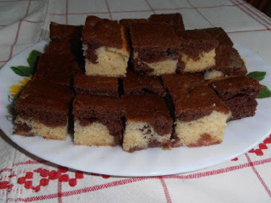 Kétszínű bögrés süti lekvárral