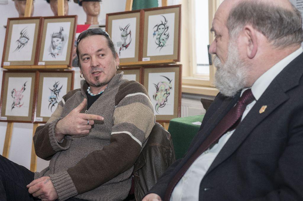 Miklós István (balról) március 30-án 17 órától a baróti Gyulai Líviusz Városi Könyvtár Pál Antal Termében mutatja be könyvét Fotó: Tofán Levente