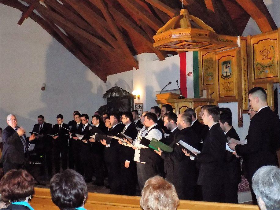 A Brian Johnston vezette férfikar is énekelt a baróti református templomban