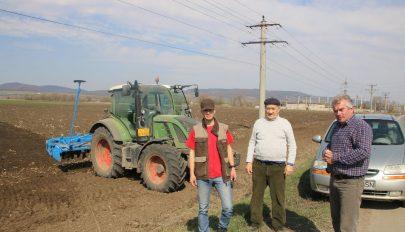 Zúgnak a traktorok