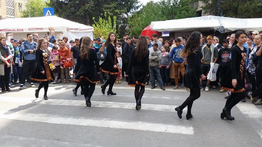 Előadók az utcán