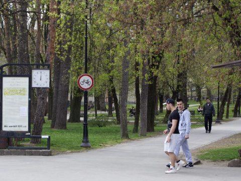 Őrült biciklis a parkban