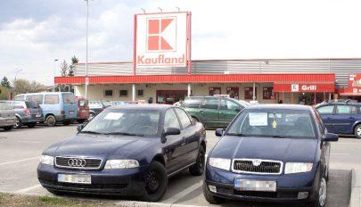 """Eladó """"parkoló"""" autók"""