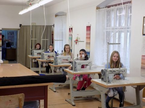 Új varrógépek az iskolának