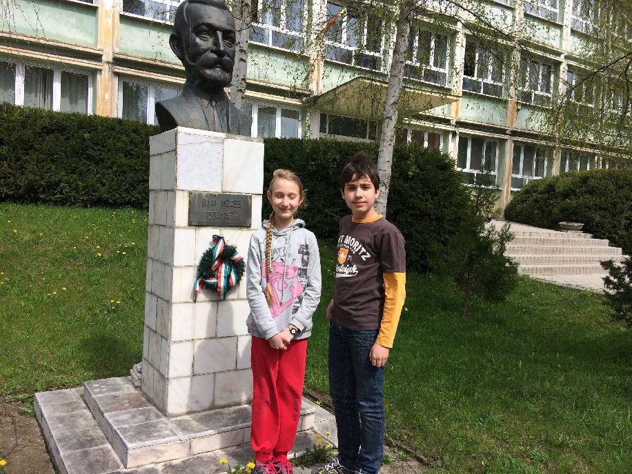 Eszter és Kristóf, a baróti iskola büszkeségei Fotó: Timár Ida