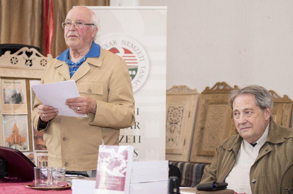 Dr. Balázs Lajos és Halász Péter. A szerző 2010 őszén a Gyimesekbe költözött, hogy minden energiáját az adatgyűjtésre, írásra fordíthassa Fotó: Tofán Levente