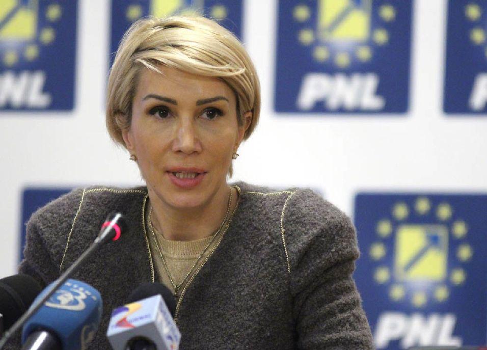 Raluca Turcan egyetlen a kormány egyetlen ballépését sem nézi el Fotó: cotidianul.ro