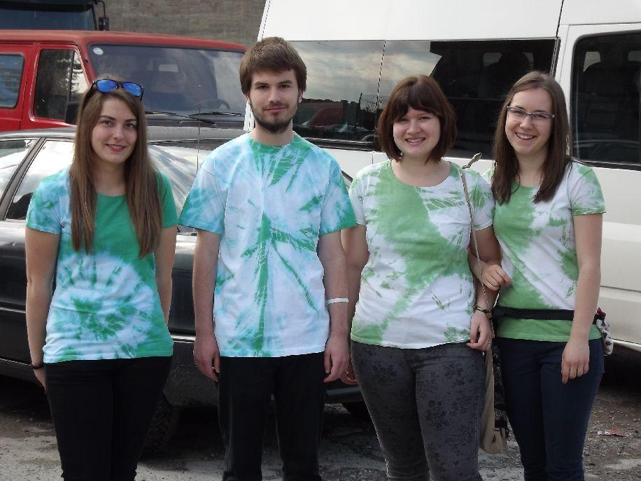 Zsuzsa, Alpár, Ágota és Boglárka – az elődöntő után a boldog csapat Marosvásárhelyen