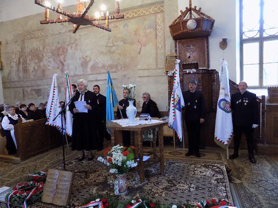 Ünnepi műsor a bibarcfalvi templomban: v. Petke Júlia Reményik Sándor Nem nyugszunk bele! című versét olvassa fel