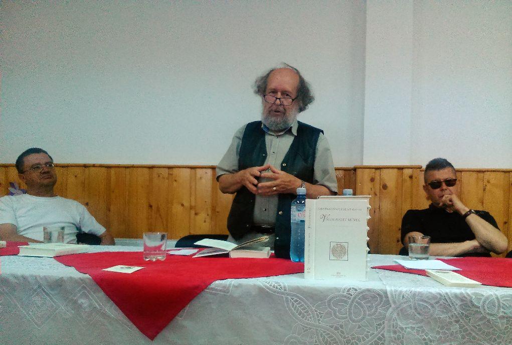 Dr. Borcsa János (középen) a méltatlanul elfeledett nyelvészről értekezett