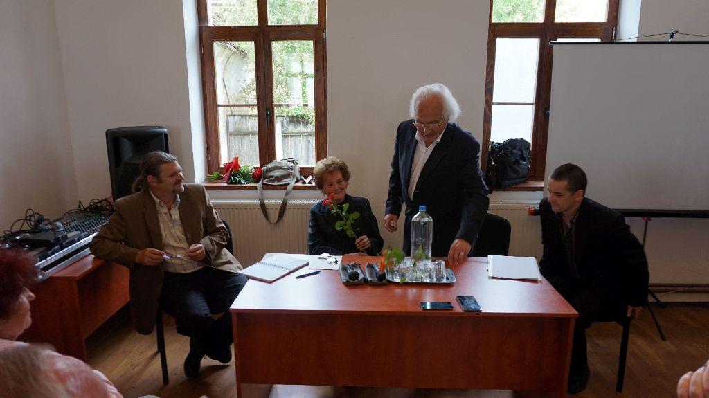 Váry Ó. Péter, Fülöp Margit nyugalmazott tanítónő, Puki bácsi és Nagy B. Sándor dramaturg. Új oldalról közelítettek