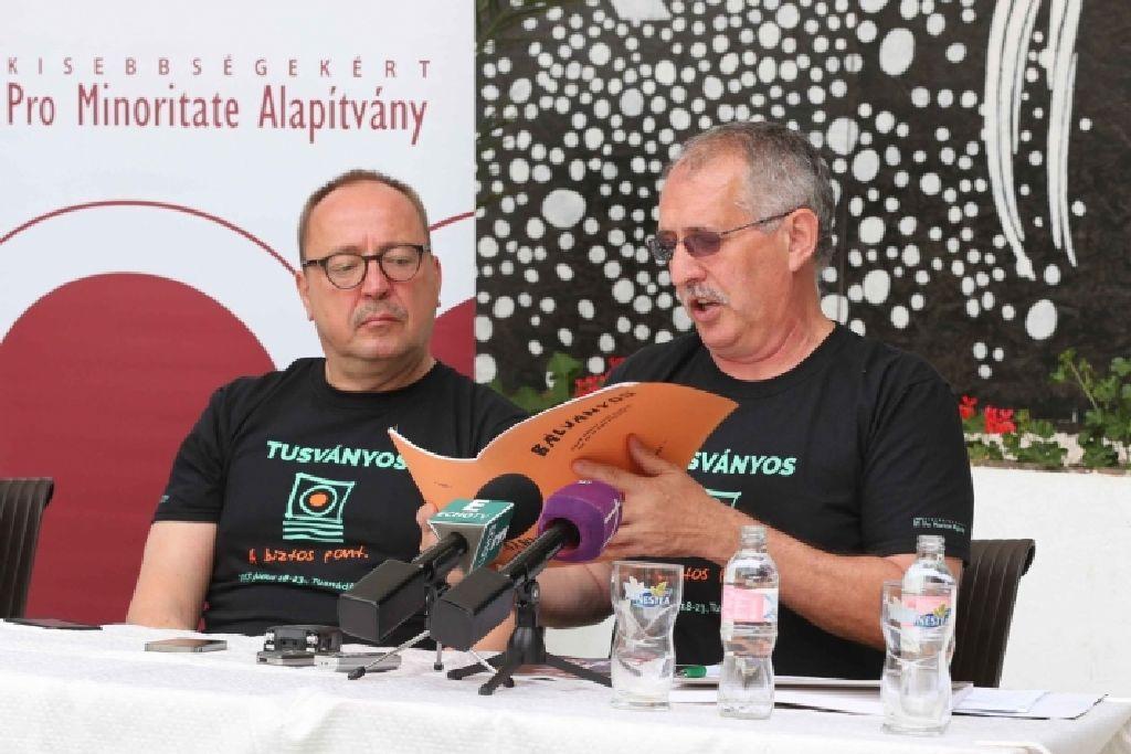 Németh Zsolt és Toró T. Tibor a beharangozó sajtótájékoztatón. Minden a megszokott