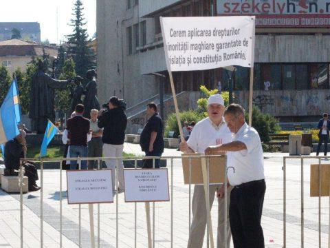 Tüntetők Csíkban