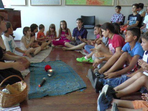 Meseterápia gyerekotthonokban