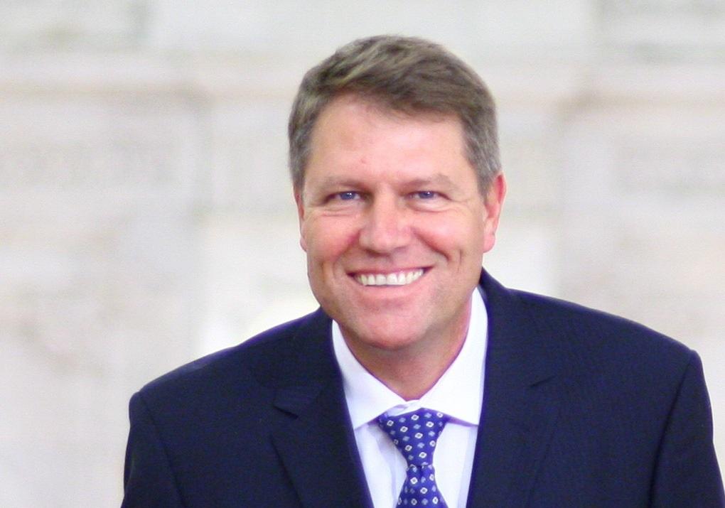 Megnyerő mosoly? Johannis a 2019-es államelnöki választásokra készül