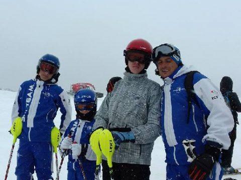 Gleccseren gyakoroltak a sízők