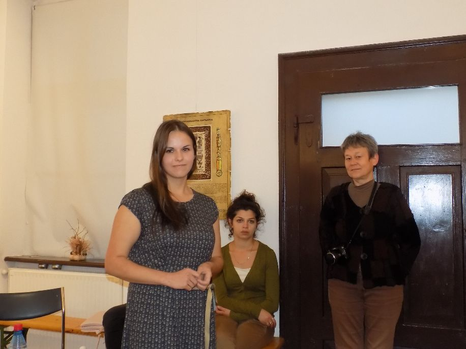 Bokor Katalin (balra) emberi sorsokat fürkész vizsgafilmjében