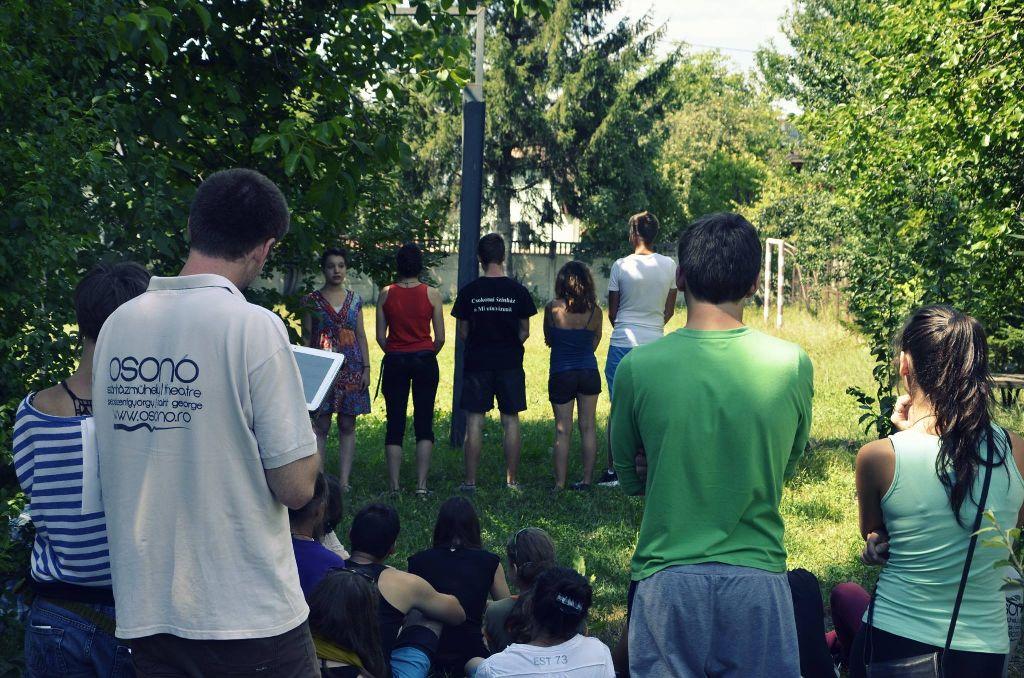 A színházi játékok hatásos eszközei lehetnek az előítéletek leküzdésének. Fotó a táborból