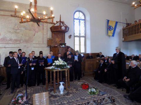 Közel 30 év a gyülekezetért