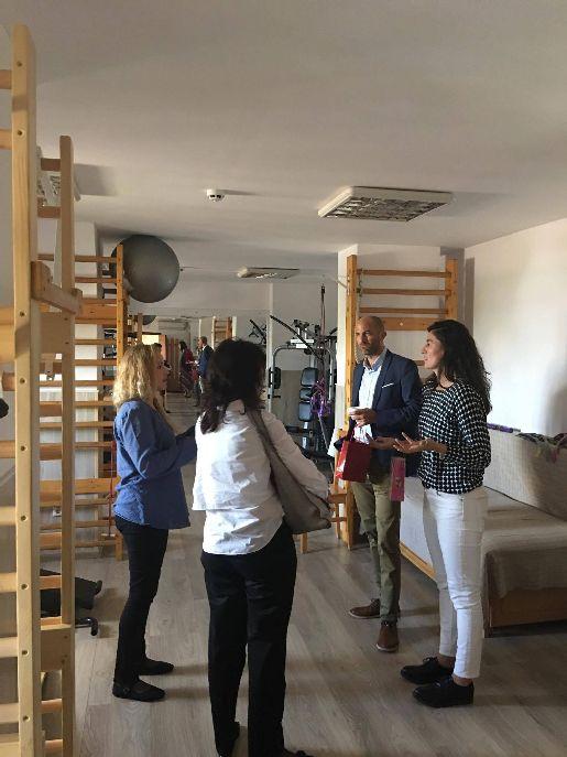 Dr. Daniel Buhr (a képen középen) és dr. Sandra Evans (jobbra) a tübingeni egyetem munkatársai több sikeres projekt tapasztalatáról számoltak be
