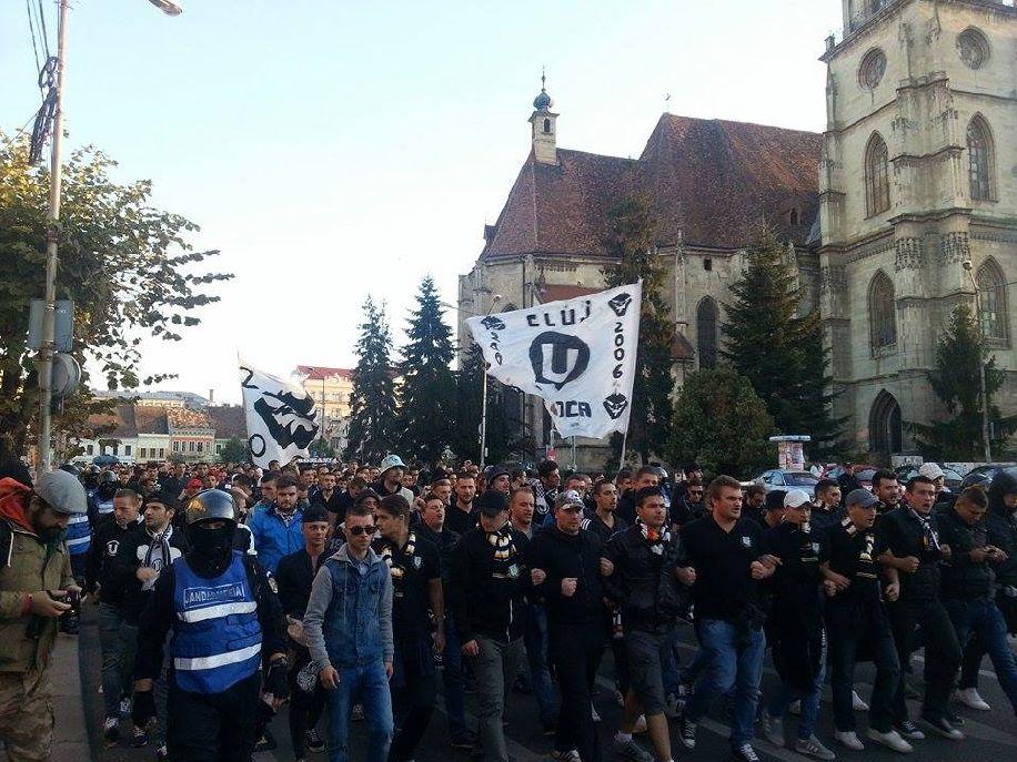 A kolozsvári Universitatea futballklubhoz tartozó futballhuligánok rendszeresen balhét szítanak. Archív felvétel