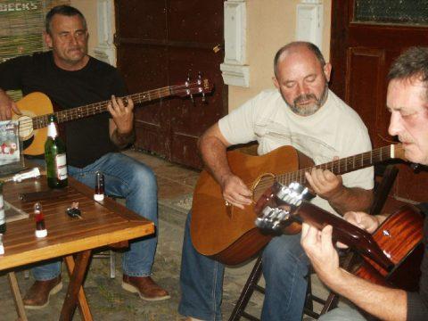 Éjszakába nyúlóan zenéltek