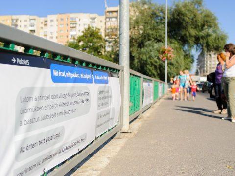 SMS-kiállítás az Olt-hídon