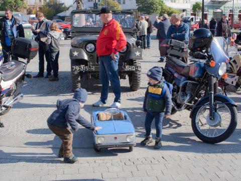 Ceauşescutól kapott autósjelvény