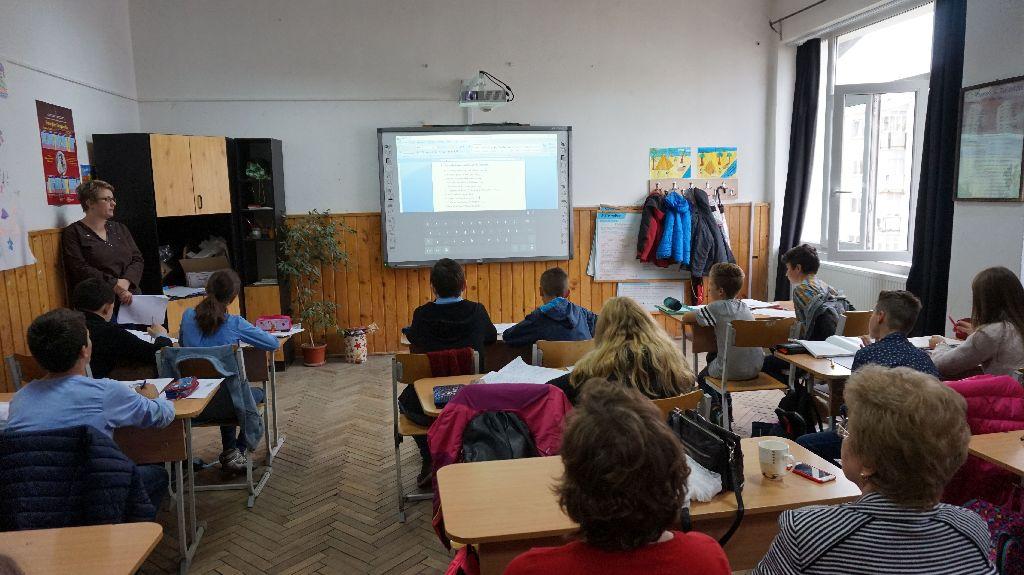 Tegnap egy angolórára kukkanthattunk be a Turóczi Mózes Általános Iskolában