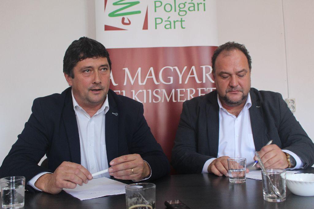 Biró Zsolt (Kulcsár-Terza mellett, jobbról): Ha benyújtjuk a statútumot, ha nem, a tervezetet a román pártok példás egységben seperik le az asztalról
