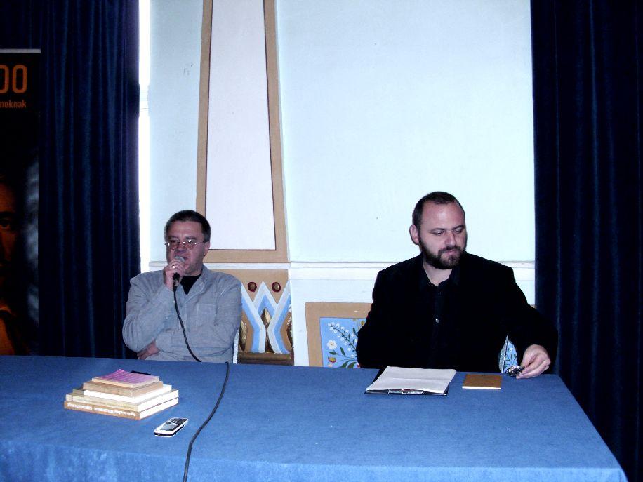 Lövétei Lázár László (balról) Arannyal kapcsolatos élményeiről vall Bíró Gábor írónak