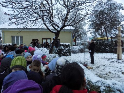 Névadójának állított kopjafát az iskola