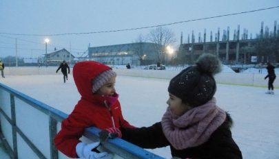 Jégpálya nyílt Baróton