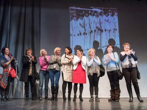 Tornászlányok a színpadon