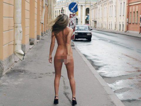 Meztelenül az utcán