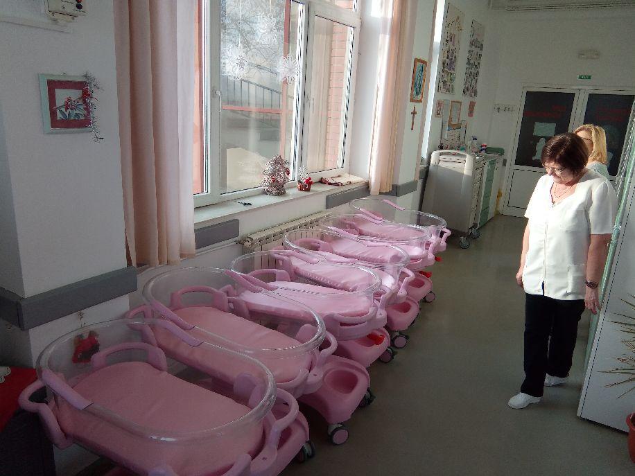 Az ágyak könnyen tisztíthatók, fertőtleníthetők, emelhetők, dönthetők