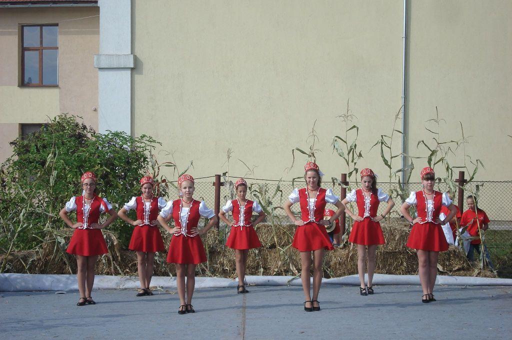 Zenés-táncos előadások