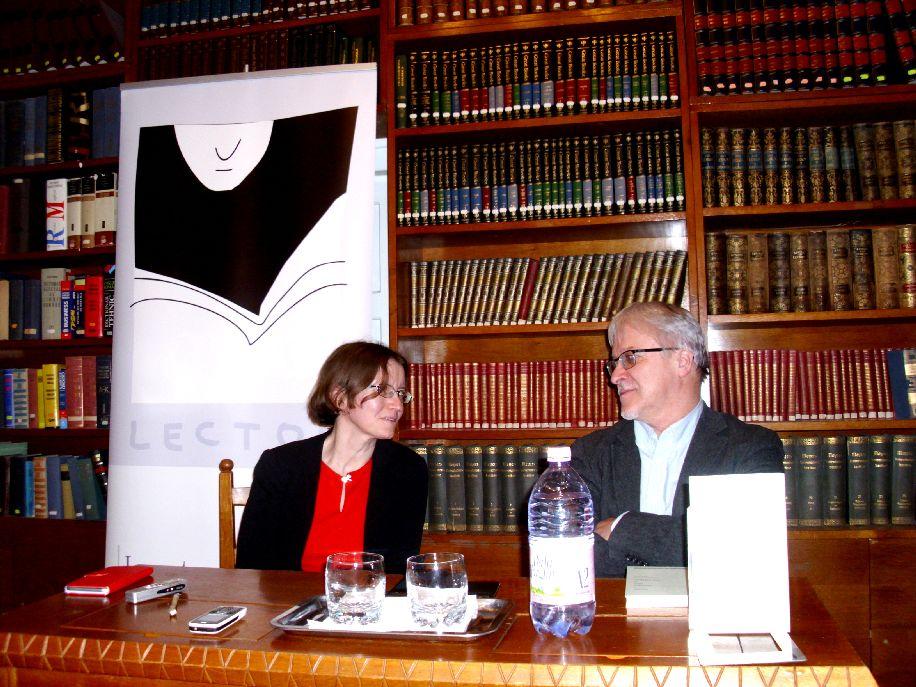 Kinde Annamária költészetéről Demeter Zsuzsa irodalomtörténész és Csinta Samu újságíró, szakíró beszélgetett