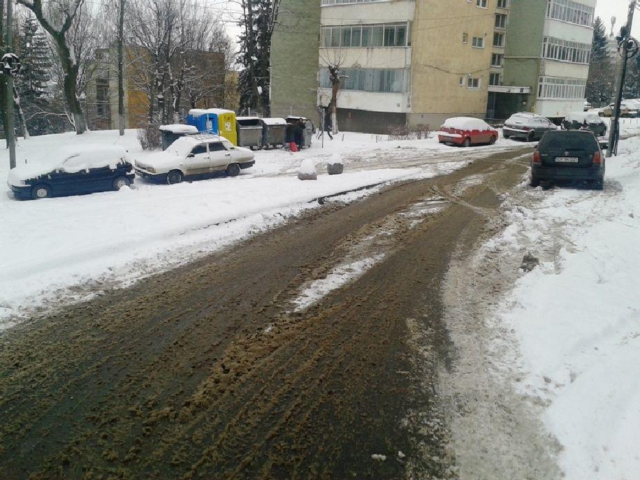 Szentgyörgy havas utcáit takarítani még akkor sem egyszerű, ha nem parkolnak tucatszám az út szélén