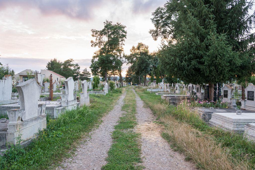 Kamerák a temetőbe