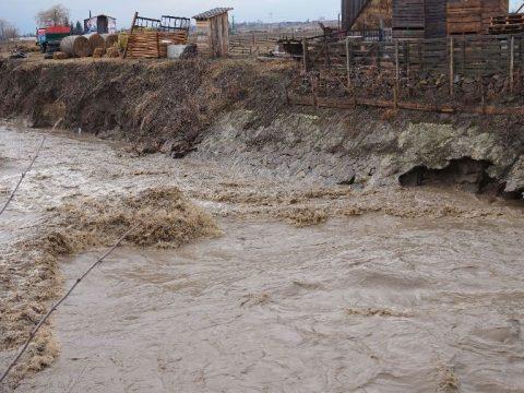Rombolt az árvíz megyeszerte