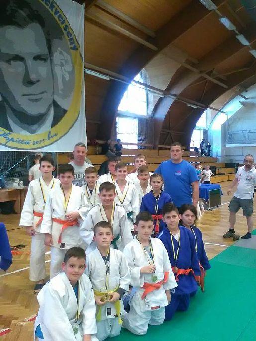 Az NMSK küldöttsége a szolnoki emlékversenyen