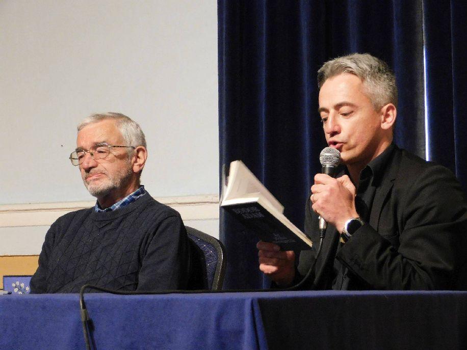 Bodor Ádám (balról) párizsi útjáról, főzésről, ivásról, névadásról és szülővárosához fűződő kapcsolatáról beszél Murányi Sándor Olivérnek