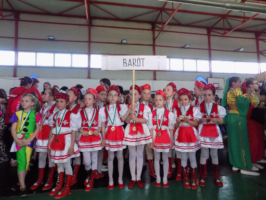 Hétszáz diák a baróti sportcsarnokban