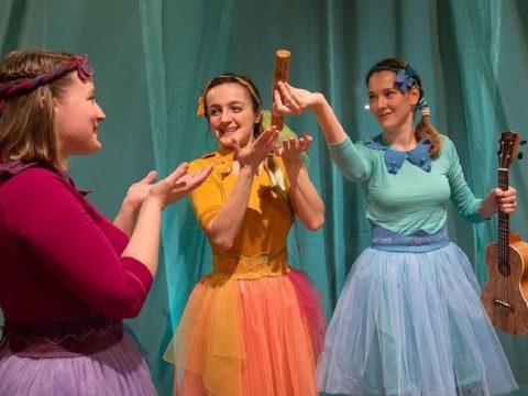 Öt társulat a színpadon