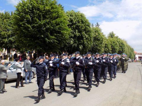 Csendőrök vonultak