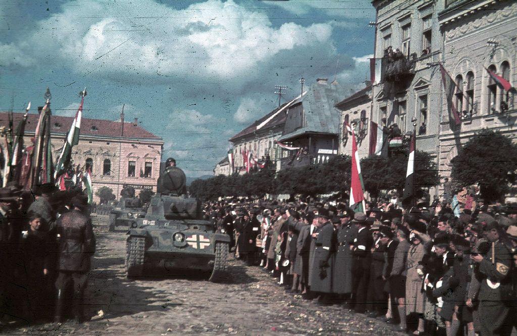 A magyar csapatok bevonulása Kézdivásárhelyre 1940. szeptember 13-án. Románia is elfogadta a bécsi döntést