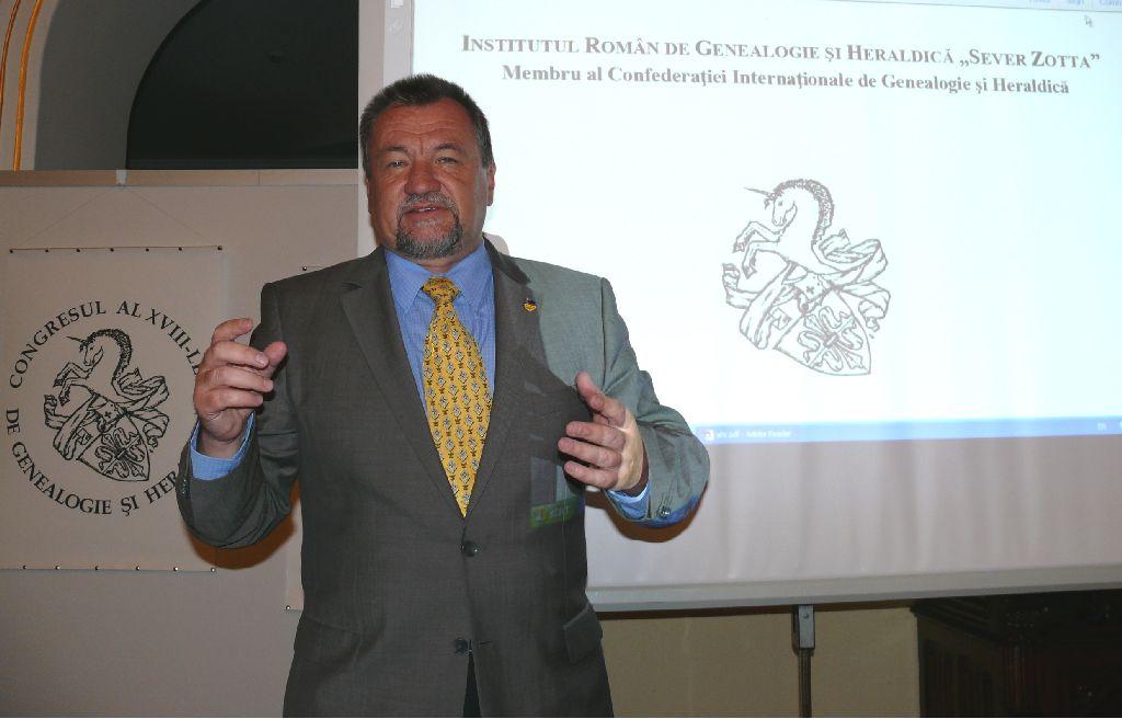 Dr. Szekeres Attila heraldikus Jászvásáron mutatta be a székely jelképeket Fotó: Alexandru Pinzar