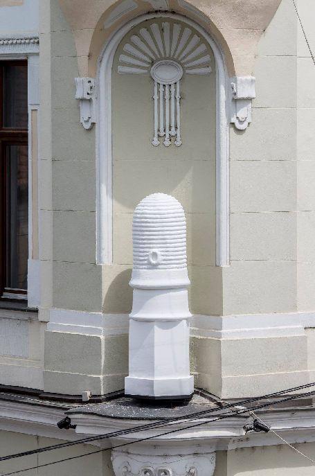 A méhkast a kommunizmus éveiben egy Sztálin-szoborra cserélték